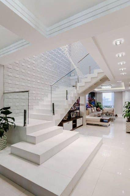 escada moderna e branca