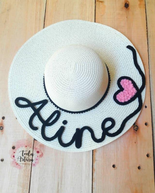 chapéu com nome em tricotin