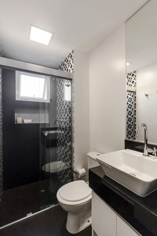 banheiro na cor preta