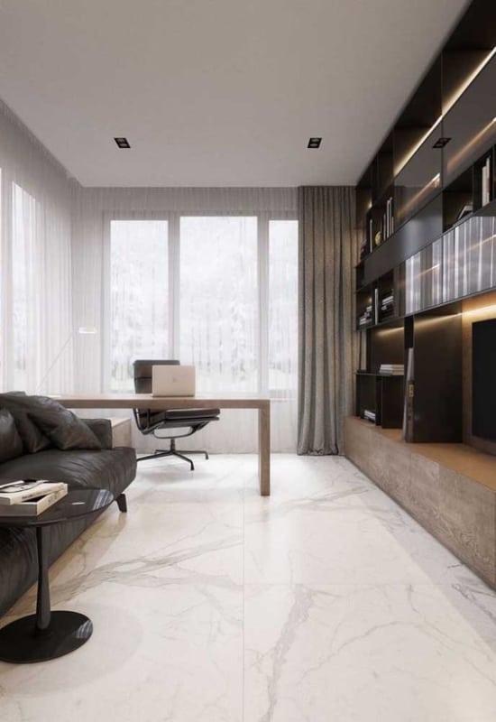 sala com piso de porcelanato marmorizado
