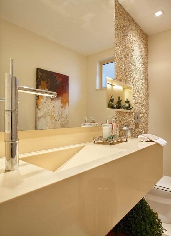 Banheiro com decor em Cor palha