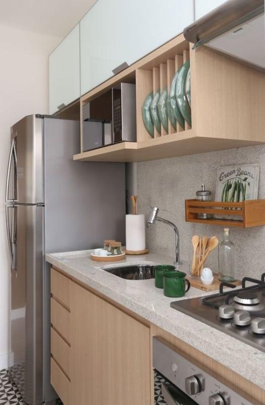 Bela cozinha decorada com granito branco siena