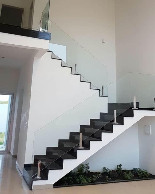 Granito São Gabriel na escada da sala