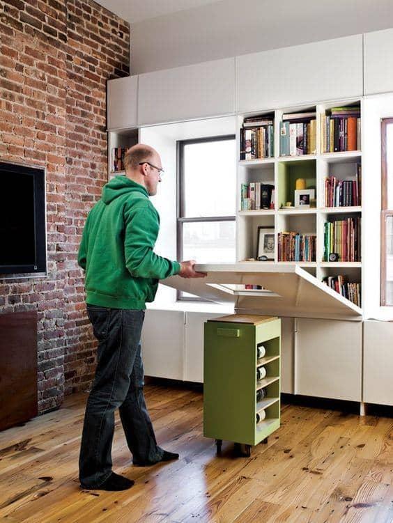 Mesa dobrável de parede de madeira com prateleira