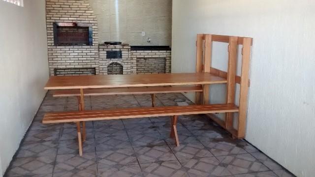 Mesa dobrável de parede para churrasco amadeirada