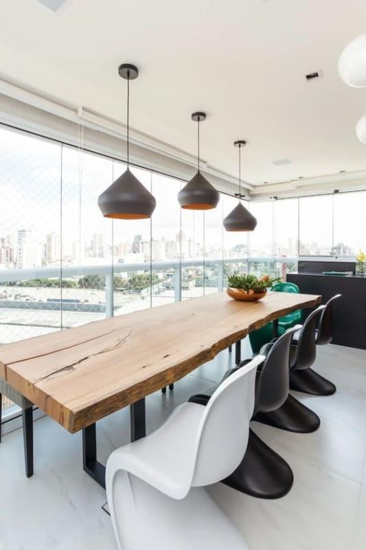 Modelos de mesa de jantar mesclando rústico e moderno
