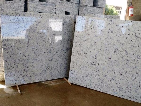 Piso de granito branco siena peça