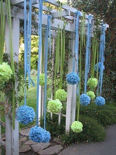 Pompom de papel crepom verde e azul