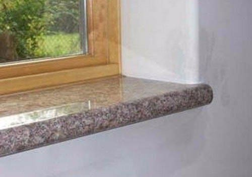 Soleiras de granito grosso na janela