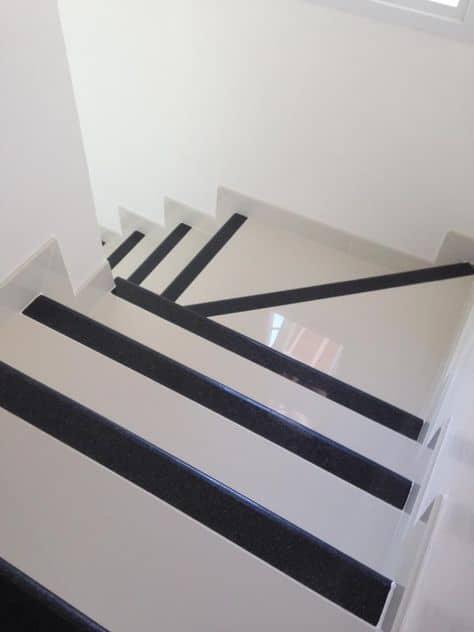 Soleiras de granito na escada