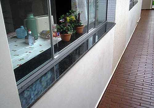 Soleiras de granito na janela lado externo