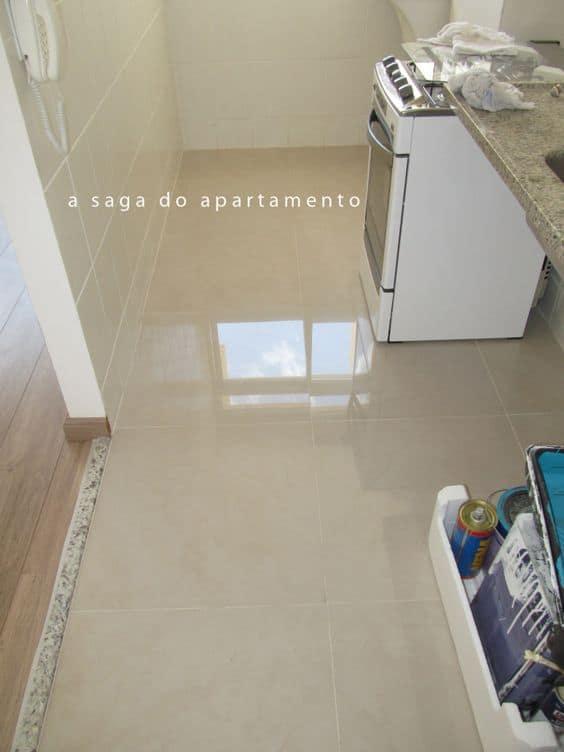 Soleiras de granito no chão da lavanderia