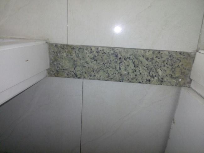 Soleiras de granito no chão da porta