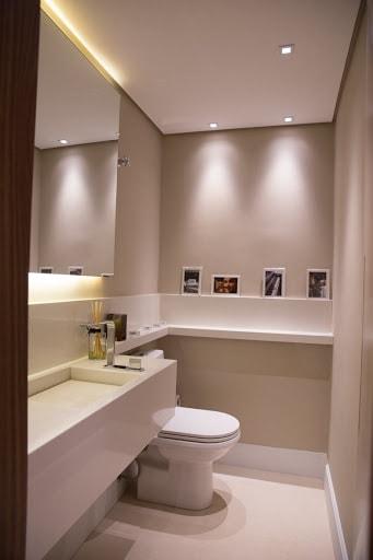 cor nude em banheiro pequeno