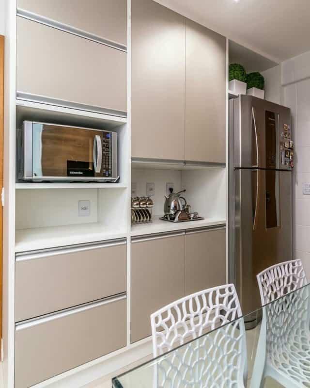 cor nude na cozinha pequena