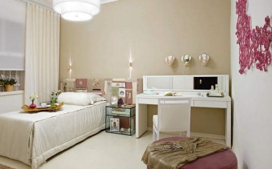 cor nude no quarto feminino