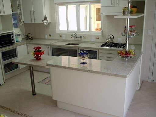 cozinha decorada com granito branco Itaúnas