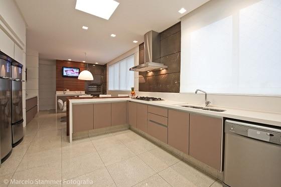 cozinha grande com cor nude