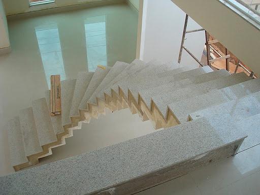 escada de granito branco Itaúnas
