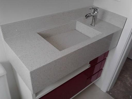 granito branco Itaúnas com cuba embutida