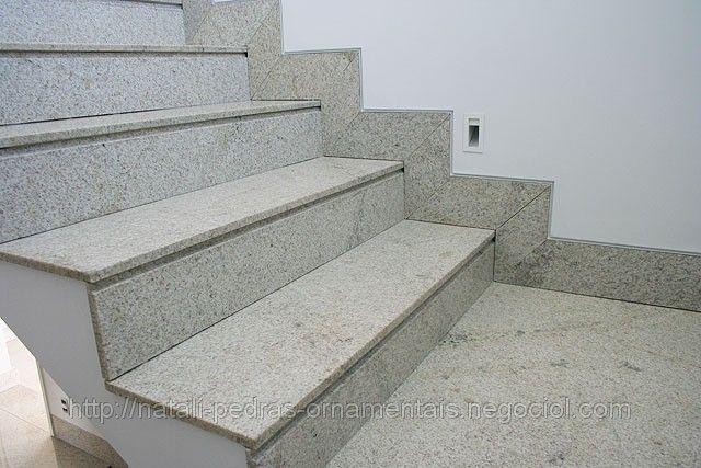 granito branco Itaúnas em escadas