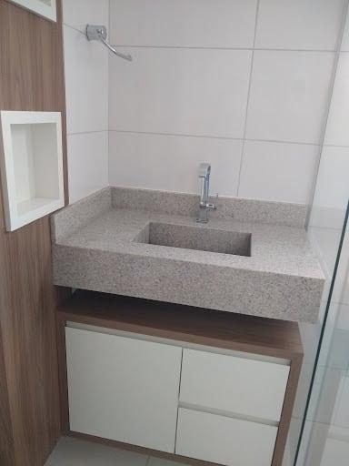 granito branco Itaúnas em lavabo