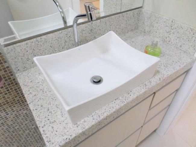 granito branco Itaúnas em lavabos