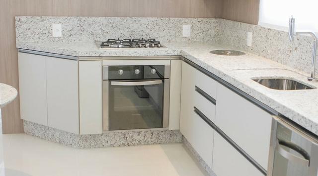 granito branco Itaúnas na pia 1