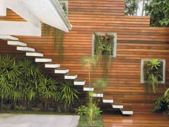 muro de madeira de area externa
