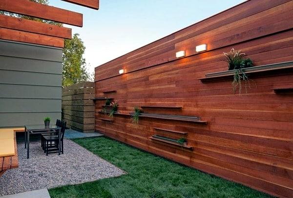 muro de madeira em area externa