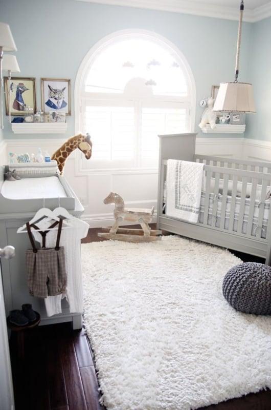 quarto de bebê safari azul discreto