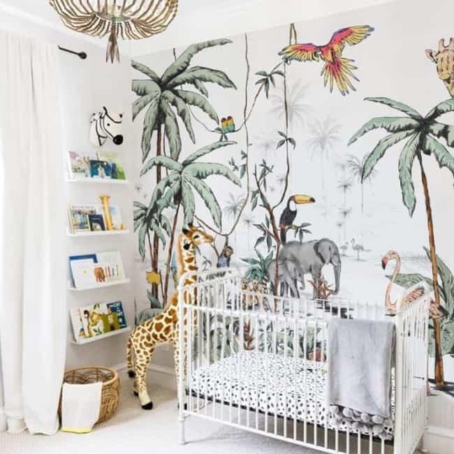 quarto de bebê safari com papel de parede tematico