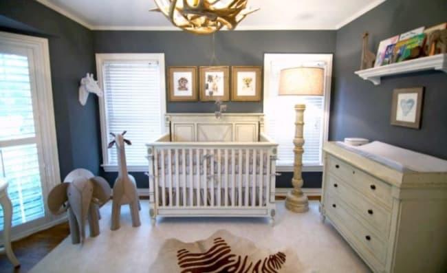 quarto de bebê safari parede azul