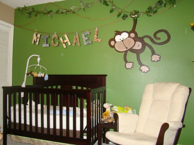quarto de bebê safari parede verde