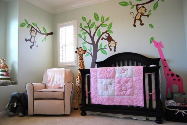 quarto de bebê safari rosa para meninas
