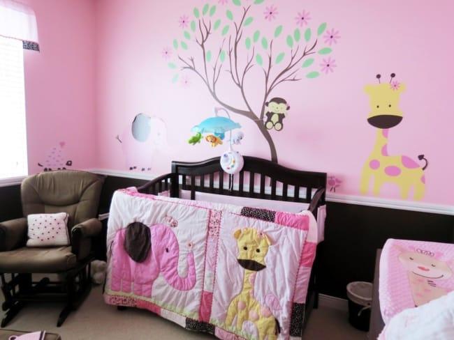 quarto de bebê safari rosa