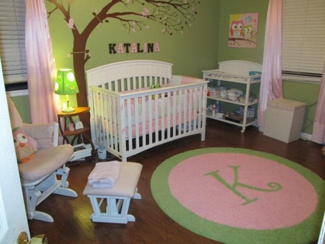 quarto de bebê safari verde e rosa