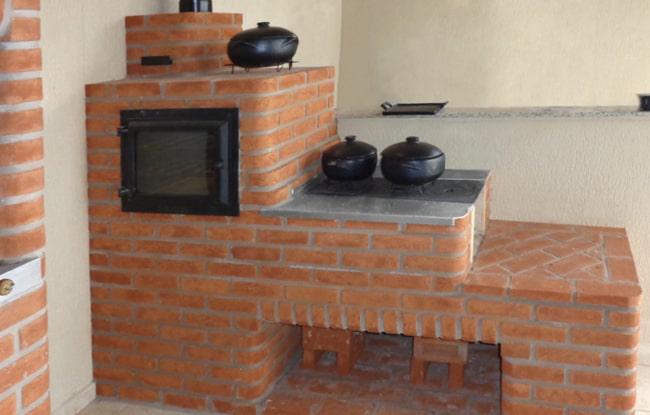 tijolo refratário no fogão a lenha
