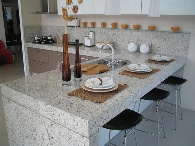 cozinha com balcão de granito branco Dallas