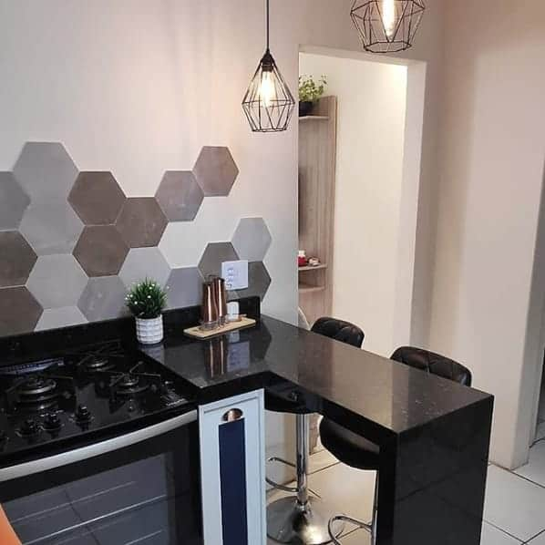 cozinha com balcão pequeno em granito verde Ubatuba