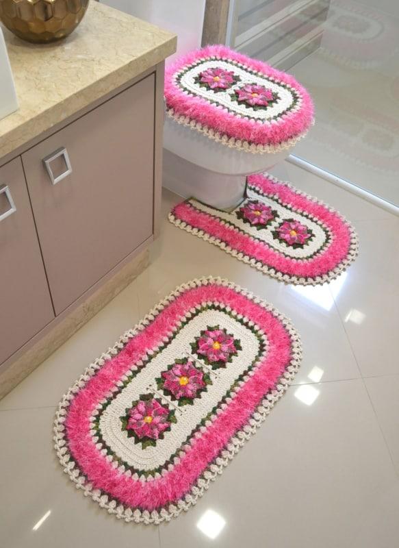 13 tapete de crochê fofinho com flores para banheiro
