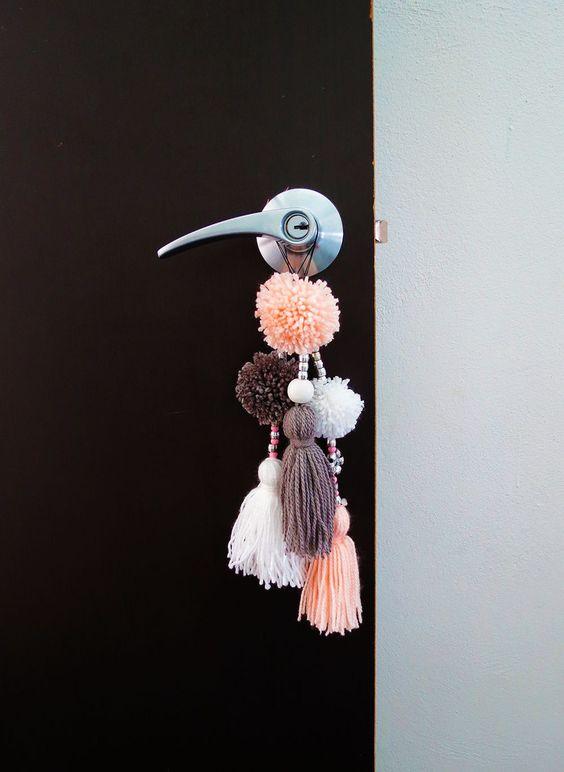 chaveiro artesanal com pompom