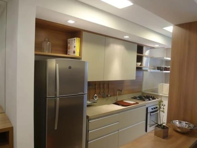 cozinha planejada em creme e marrom
