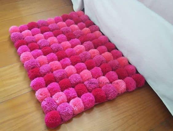 tapete rosa de pompom
