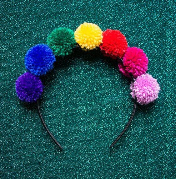 tiara de pompons coloridos