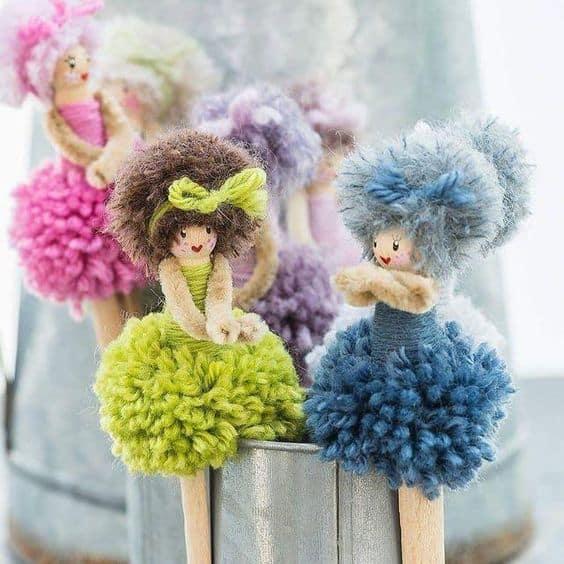 bonequinha de pompom de lã