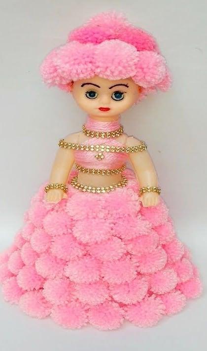 boneca com saia de pompons de lã