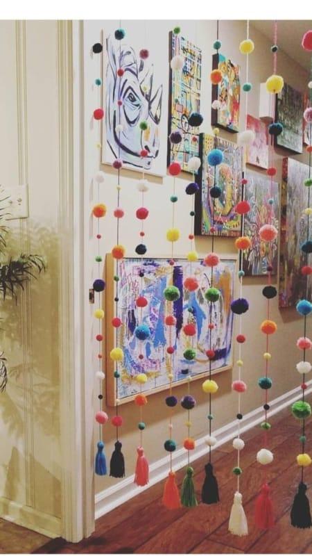 cortina de porta com pompom de lã
