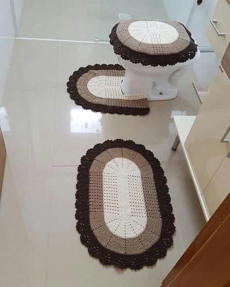 jogo de tapete de crochê marrom para banheiro