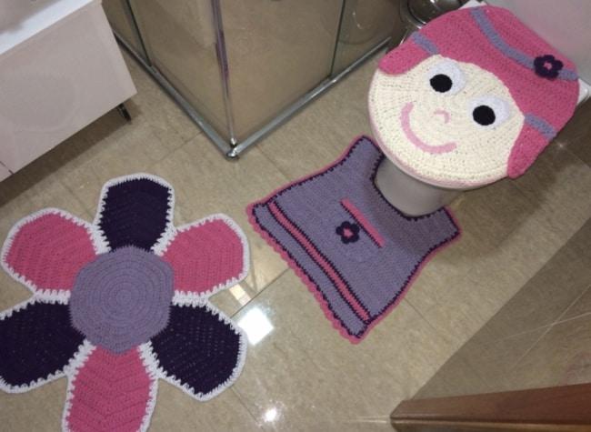 conjunto de tapetes de crochê para banheiro infantil